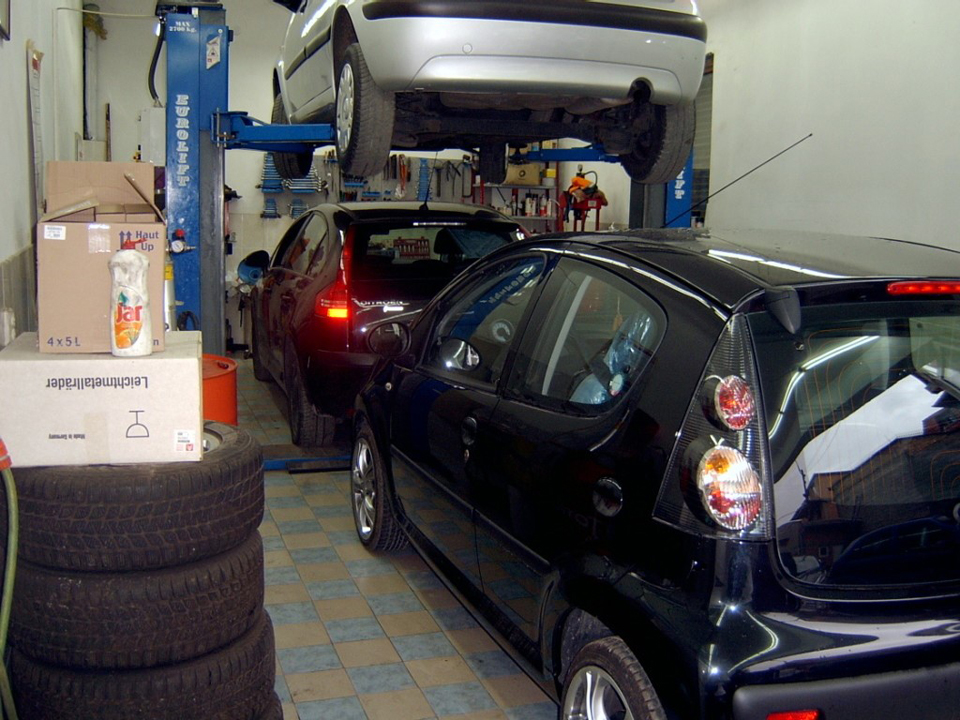 AUTO SERVIS LAZA Car-body mechanics Beograd