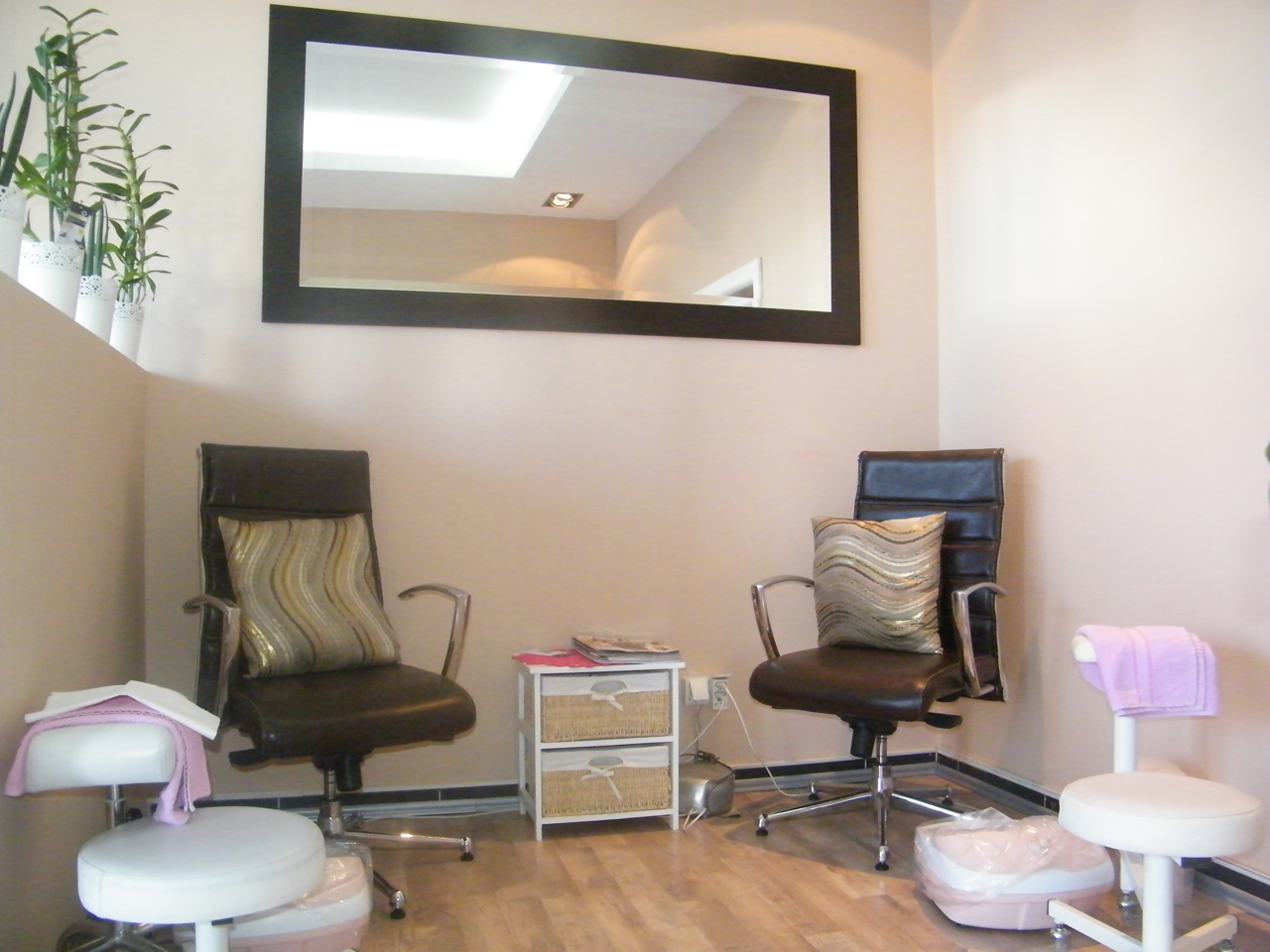 LIDIJA 76 Manicures, pedicurists Beograd
