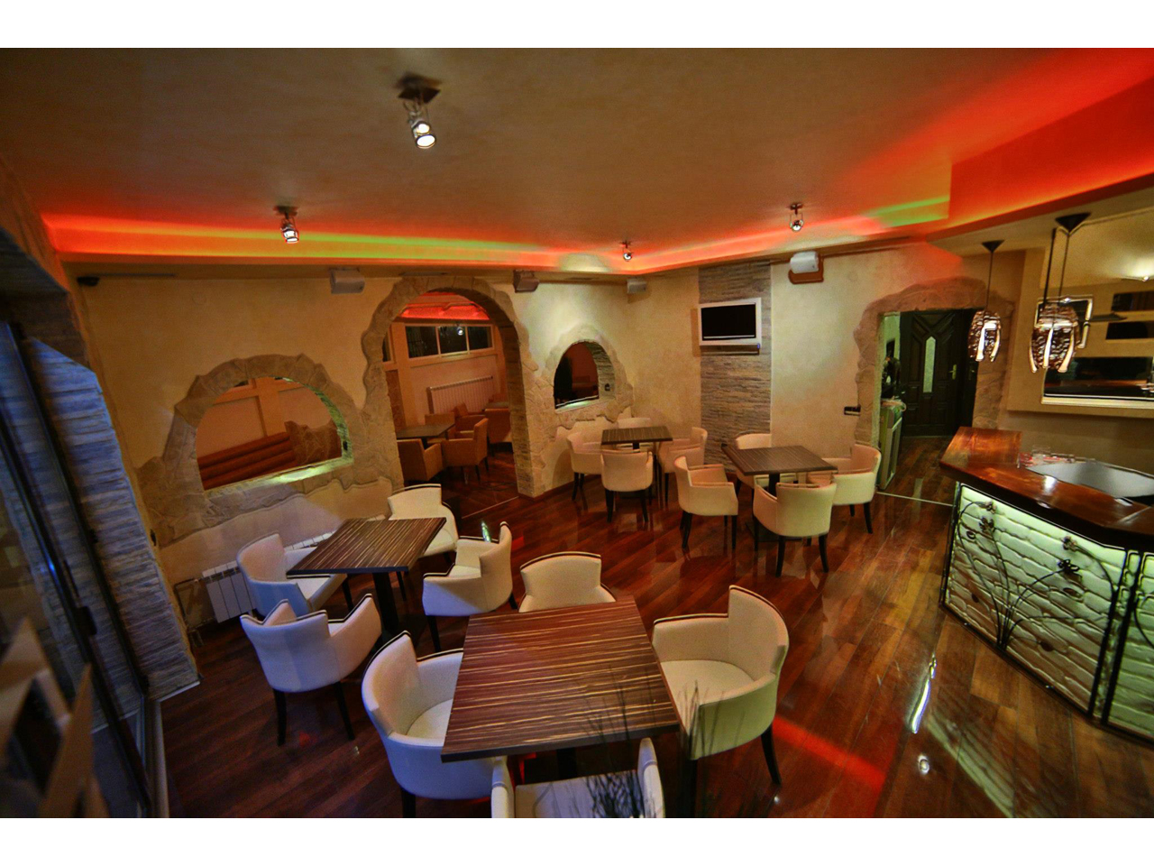 PIZZERIA COLOSSEUM Bars and night-clubs Beograd
