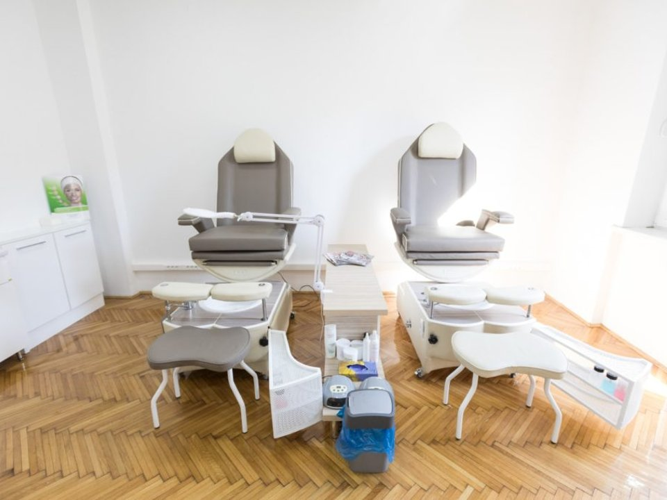 COSMETIC STUDIO MYSTIC Manicures, pedicurists Beograd
