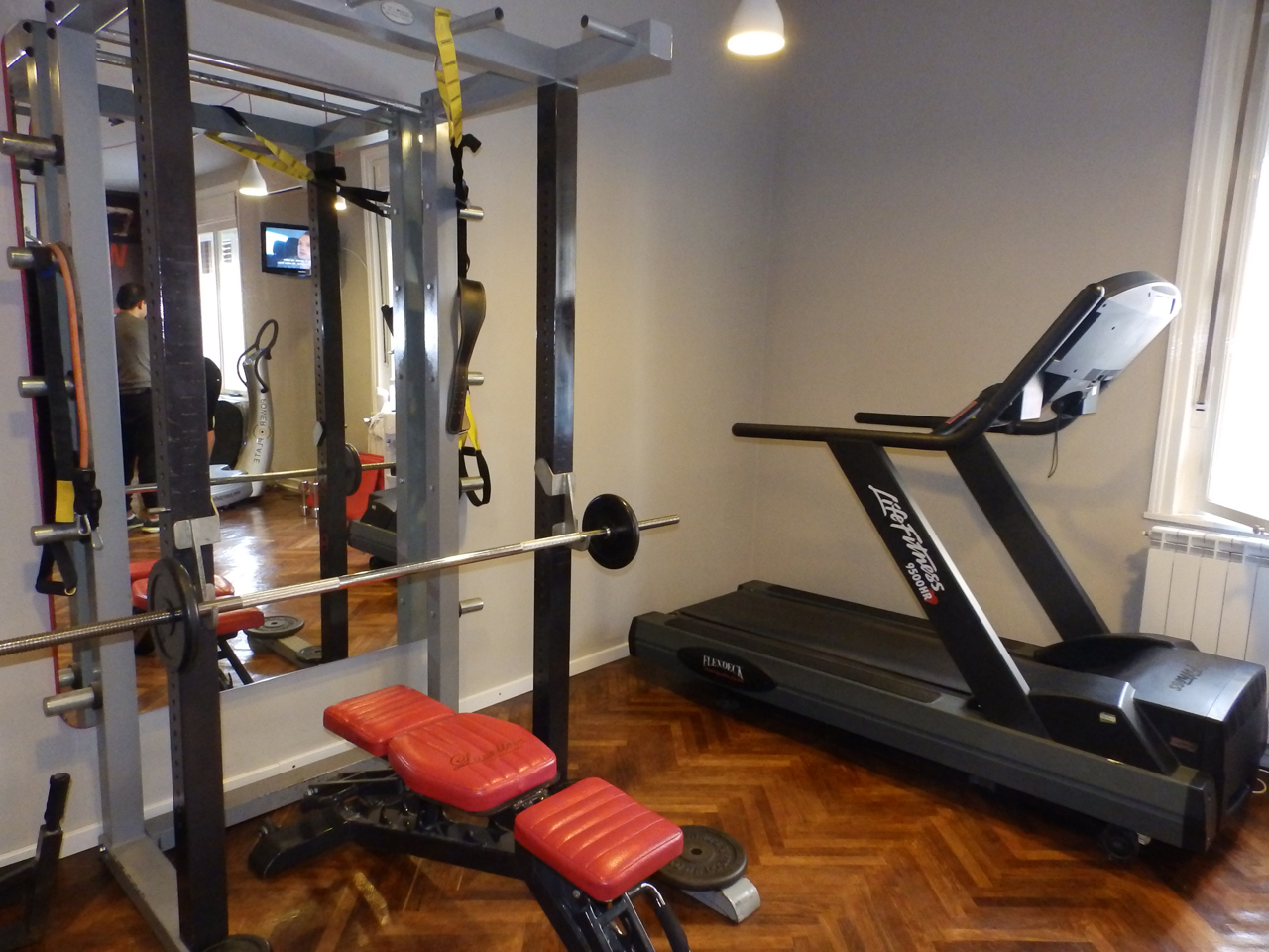 BLACK AND WHITE FITNES CLUB Power plate Beograd
