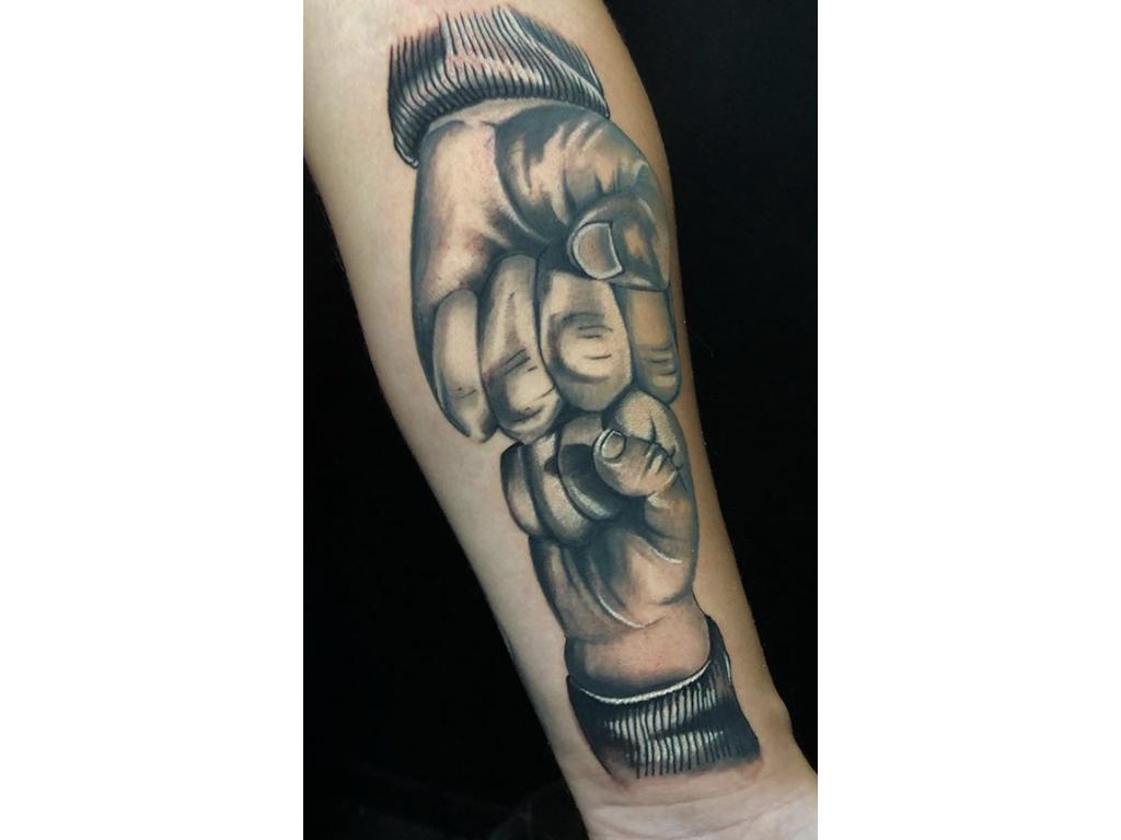 Dzoni Tattoo Tattoo Piercing 72 74 Dalmatinska St