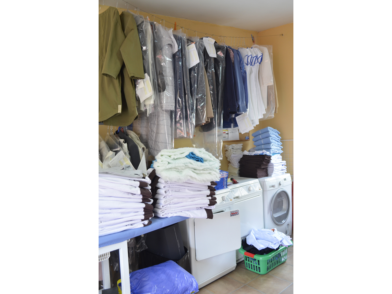 GLANC WASH - DRY CLEANING AND LAUNDRY Laundries Beograd