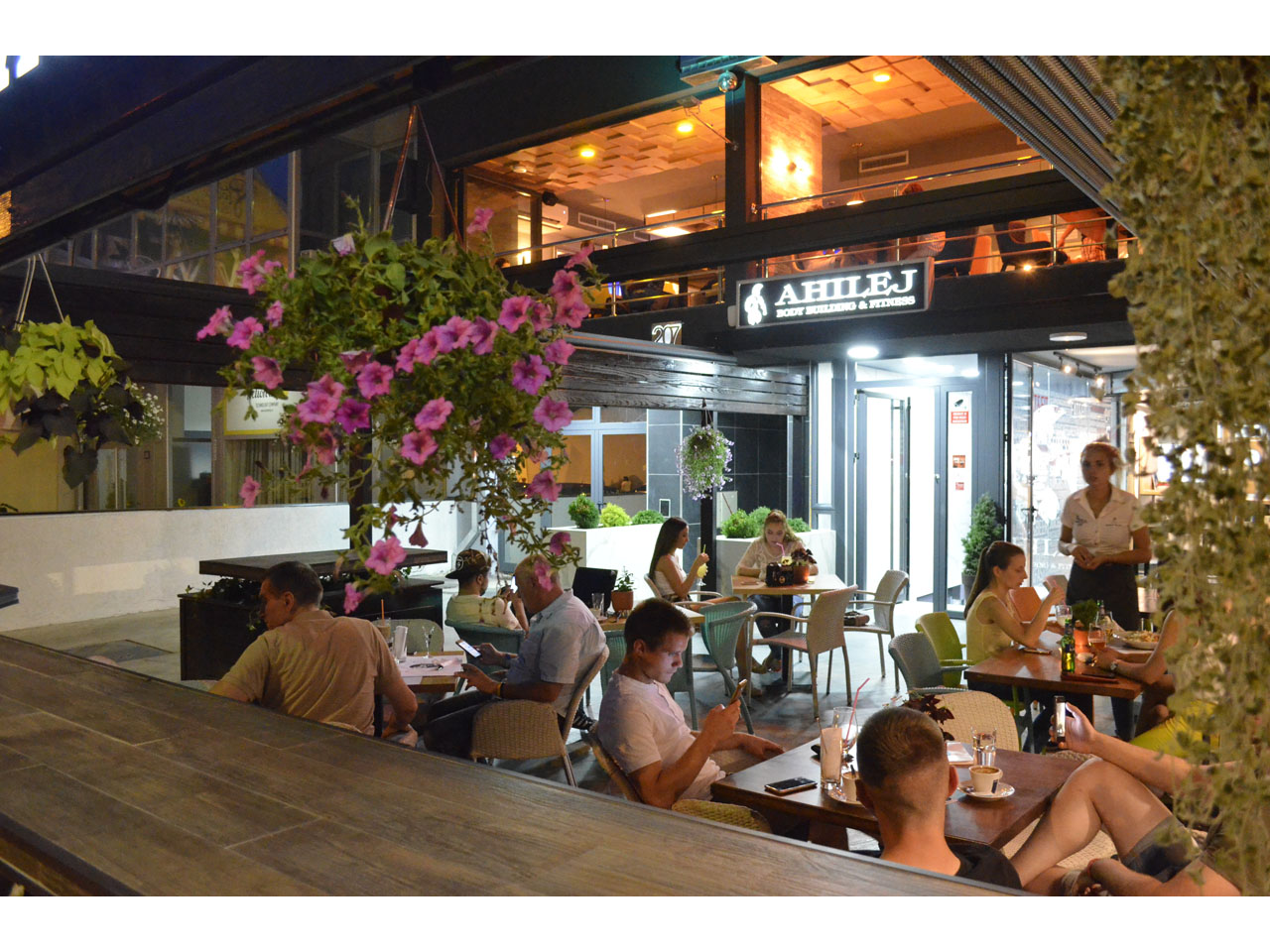 207 SOBA CAFFE RESTORAN Bars and night-clubs Beograd