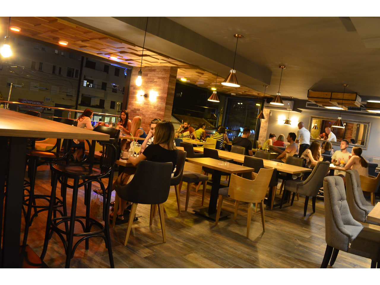 207 SOBA CAFFE RESTAURANT Bars and night-clubs Beograd