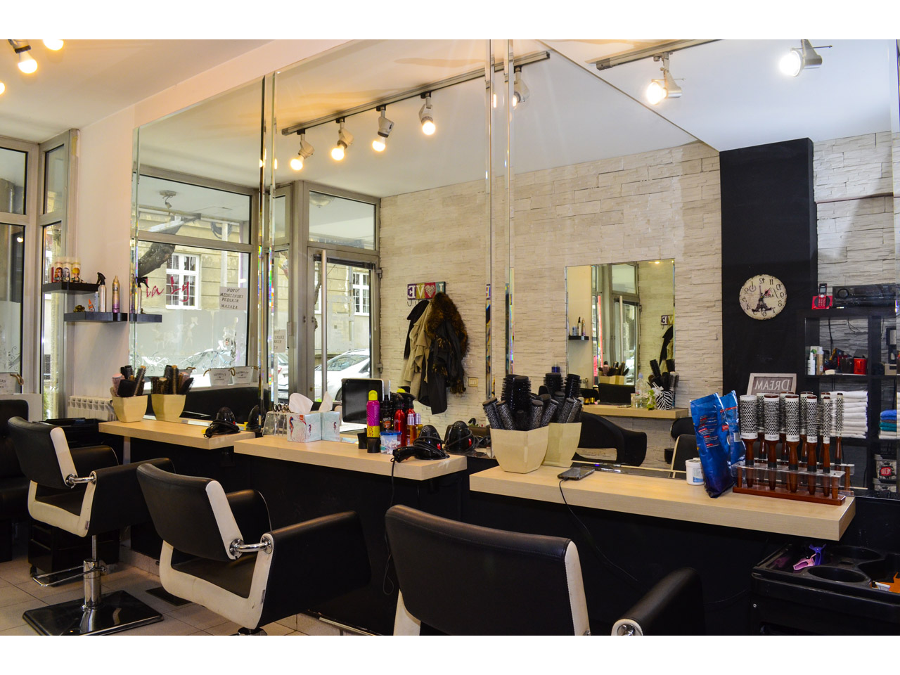 LILA LY SALON Hairdressers Beograd