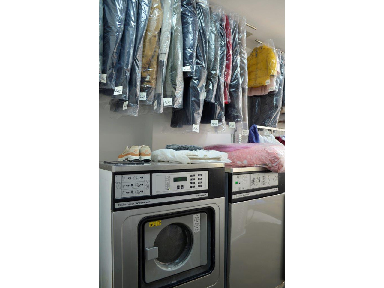 CHEMICAL CLEANING AND FABRICS WASHING S CLEANING Dry-cleaning Beograd