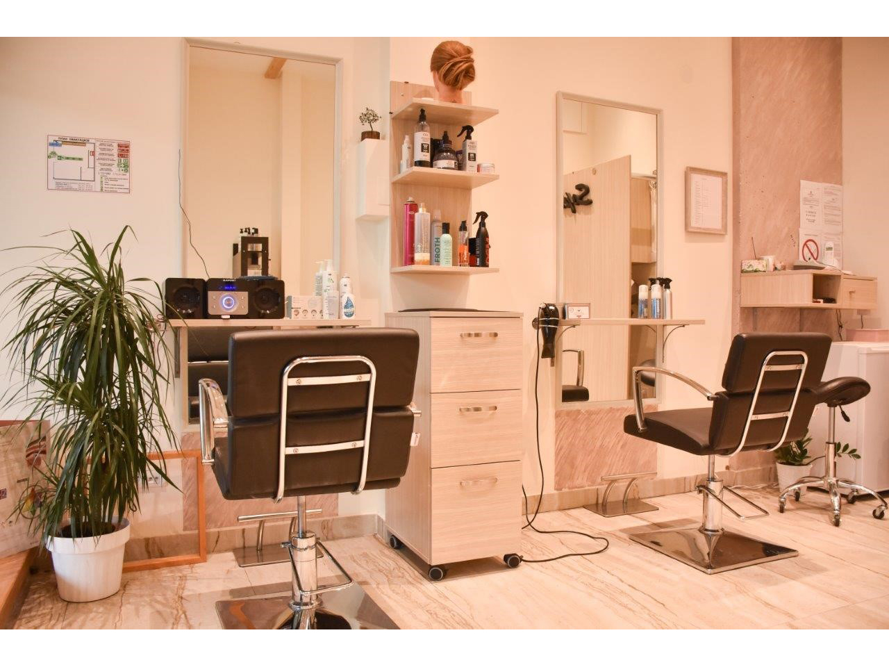 SOPHIE HAIRCUT STUDIO Hairdressers Beograd
