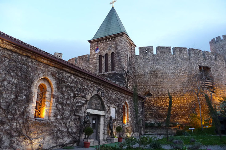 Ruzica: Church with a view of the war
